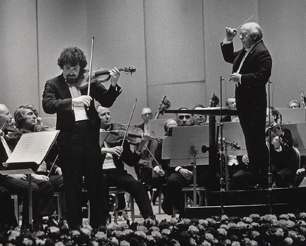 Pinchas Zukerman in concert with Ormandy and the Philadelphia Orchestra Academy of Music, Philadelphia, 25 January 1975 (Photographer: Adrian Siegel; Eugene Ormandy Photographs, Ms. Coll. 330)