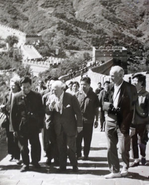 Ormandy visiting the Great Wall of China (photograph, 1973), Eugene Ormandy Collection, Rare Book and Manuscript Library.