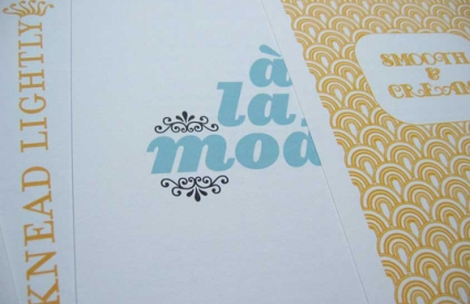 """A la mode"" printed in blue, yellow decorative patterned page"