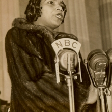 Marian Anderson, Lincoln Memorial, Washington D.C., April 9, 1939 (Acme Newspictures, Inc.), Marian Anderson Collection of Photographs, item 7.4.1